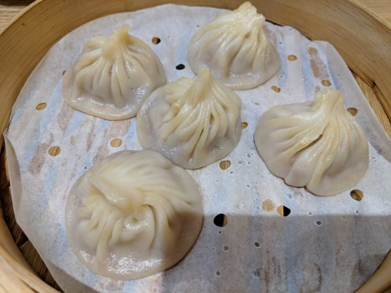 小笼包, Xiao Long Bao, XLB, or soup dumplings, a Shanghai classic. Can't go to Shanghai and not try it.